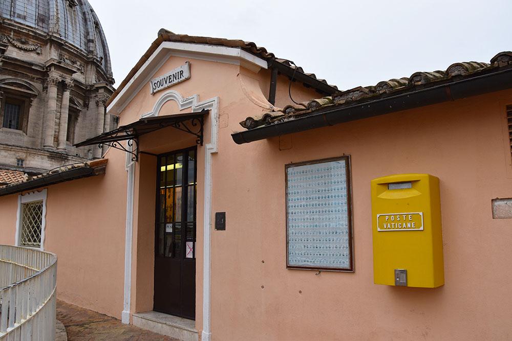 Postkantoor op de Sint-Pieterskerk in Vaticaanstad