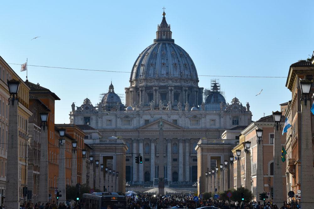 Het Sint Pietersplein in Vaticaanstad